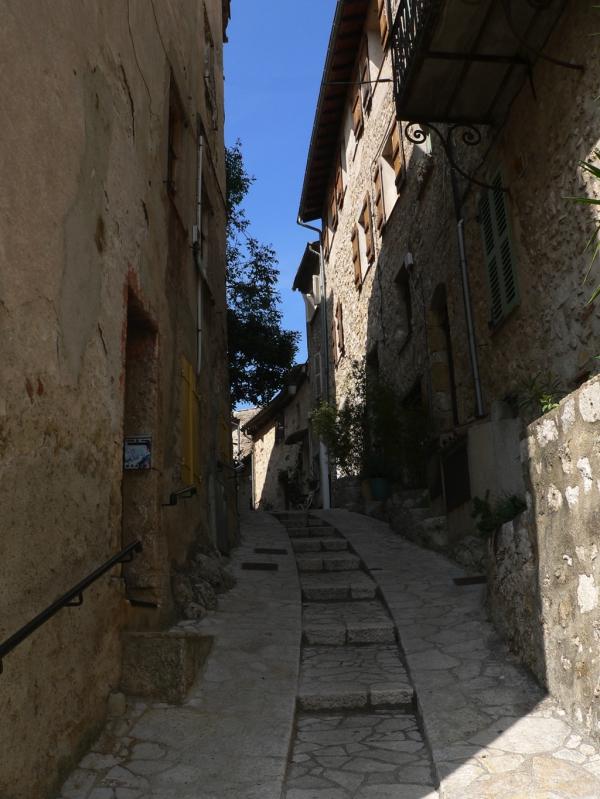 Une rue de Carros (arrière-pays niçois)