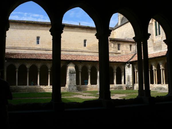 Le cloître de Saint-Emilion