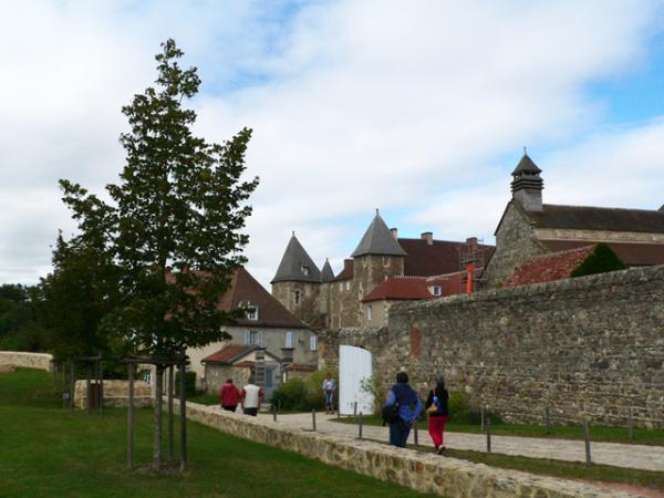 Entrée de l'Abbaye de Chantelle (03)