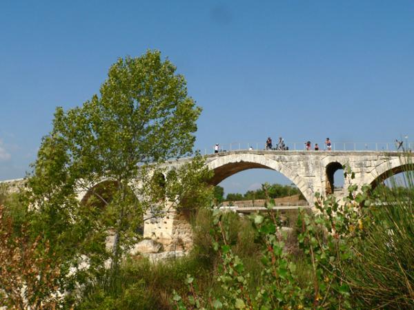 Luberon- Le Pont Julien, pont romain (daté de l'an 3 avant JC)