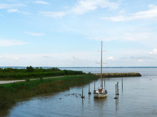 petit port dans l'estuaire de la Gironde, côté Médoc