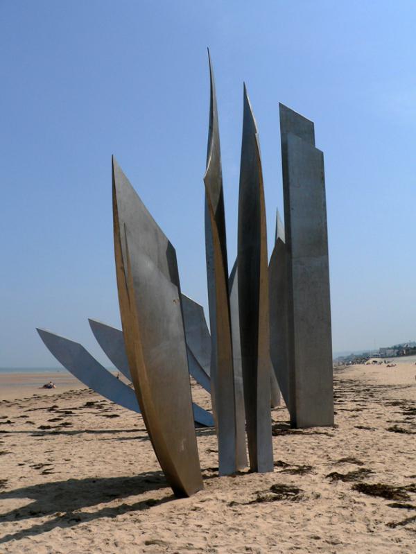 Omaha beach- mémorial sur la plage.