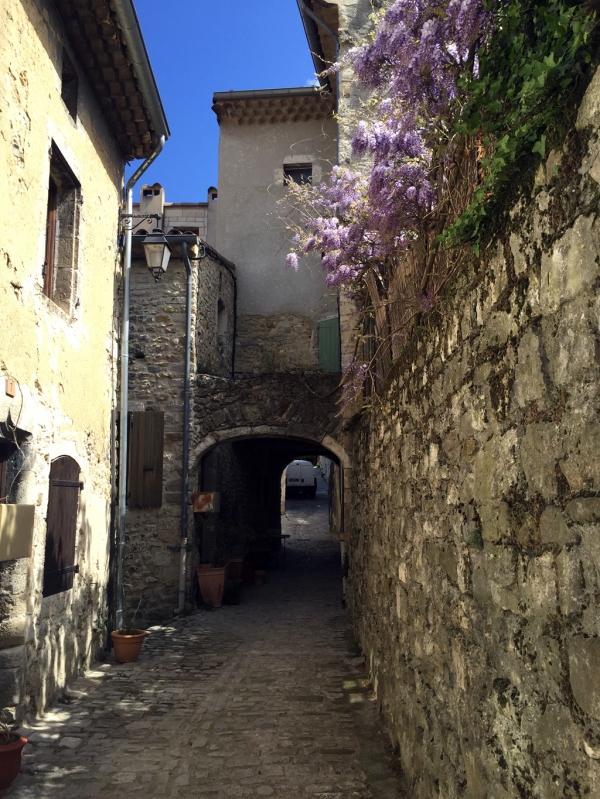 Une ruelle de Dieulefit (Drôme provençale)