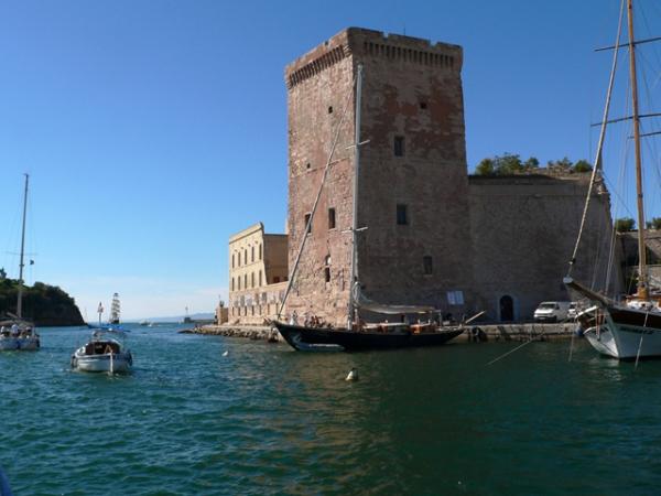 Sortie du Vieux port....