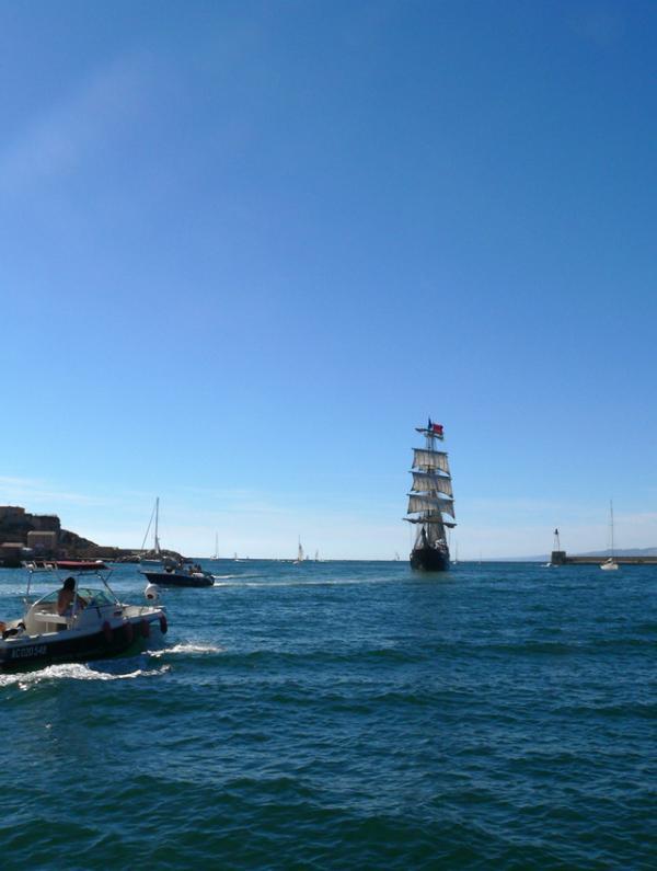 à la sortie du port de Marseille
