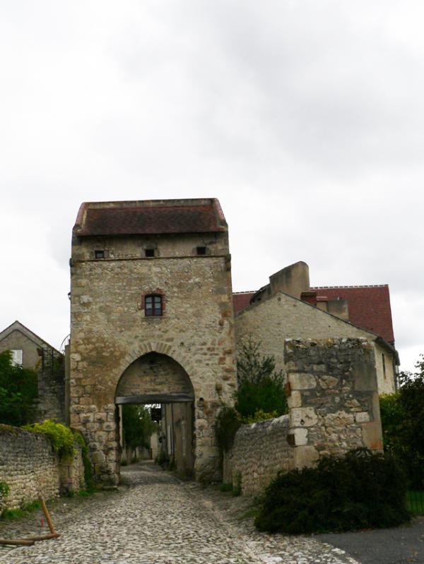 Charroux- (03) un des plus beaux Villages de France
