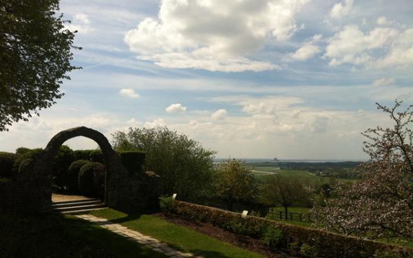 du jardin des plantes d'Avranches, au loin le Mt-St-Michel
