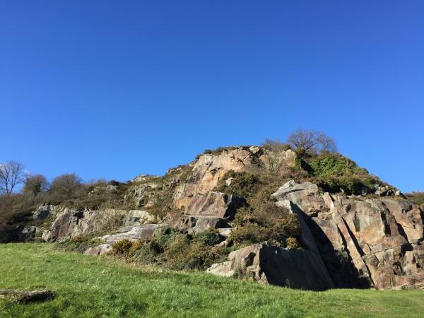 Le site d'escalade du Mont-Dol (baie du Mt-St-Michel)